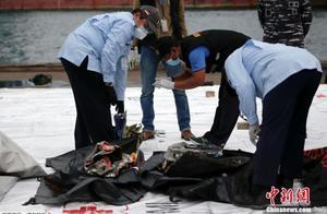印尼失事客机搜救工作继续 警方要求家属提供DNA信息