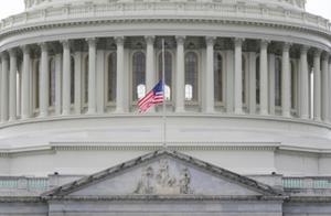 特朗普下令全美降半旗3天 向国会暴乱中去世警察致哀