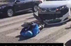 西安一外卖骑手出车祸,躺地打电话求顾客谅解,网友直呼辛酸