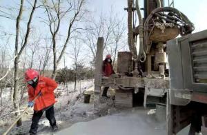 最新!山东栖霞金矿事故救援今晨又一钻机进场 已钻进200米