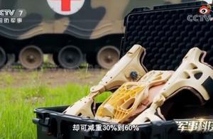 """""""黑科技""""!女兵穿外骨骼可背140斤男兵飞奔,网友好奇求原理"""