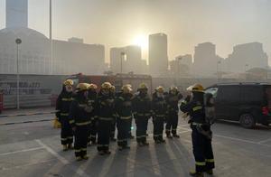 济南一物流市场施工冷库发生火灾,消防紧急救援