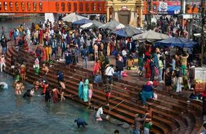 数百万印度民众无视疫情走进恒河朝圣,活动组织者:恒河女神会护佑我们