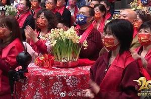 """网友""""种草""""台下观众的口罩,春晚红口罩亮了!还有个大胆预测"""