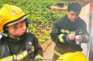 神似小岳岳的消防员与小岳岳视频连线了 两人隔空唱五环之歌