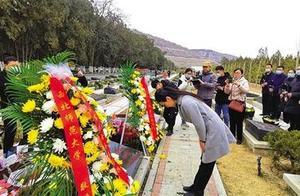 清澈的爱 只为中国 西北师大师生到兰州烈士陵园缅怀英雄校友陈红军