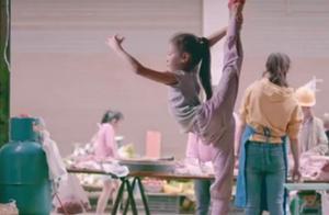 9岁云南女孩猪肉店跳舞上热搜,背后故事太好哭了
