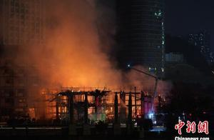 """贵阳新地标""""方舟戏台""""失火 市民连呼""""太可惜"""""""