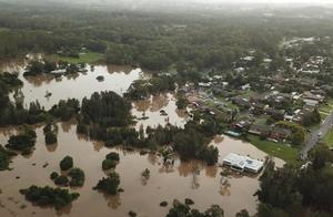 澳大利亚东海岸持续强降雨引发山洪,居民紧急疏散转移