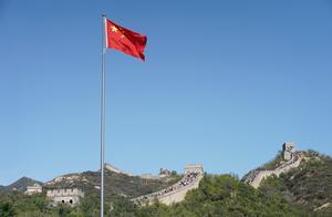 """八达岭长城回应""""3名游客在长城墙体上刻划"""":已会同公安部门调查取证"""
