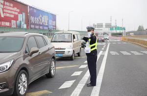清明小长假返程高峰开启:G40上海长江大桥拥堵,地铁今晚延时运营