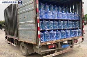 广西来宾:一货车超载近900% 轮胎被压得严重变形