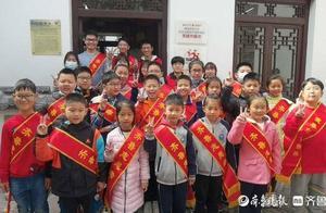 清明假期最后一天,42名志愿者义卖中奉献爱心