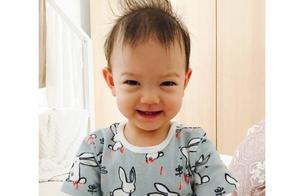 张梓琳晒女儿玩雪照,4岁半Evelyn长发及腰,身高优越