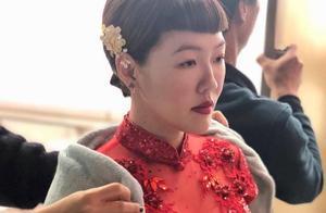小S穿大红旗袍身材傲人很惊艳,与男模拍MV热吻画面吸睛