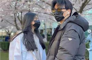 陈坤儿子陈尊佑晒与女生合照,俊男美女很亮眼,戴墨镜像极了父亲
