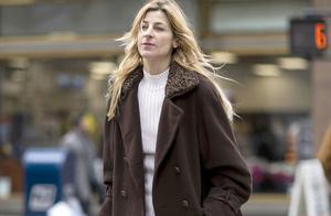 小个子女生如何选大衣?不要被长款大衣外表所迷惑,短款才是真爱