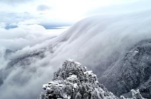 「大美中国」罕见!庐山出现瀑布云景观
