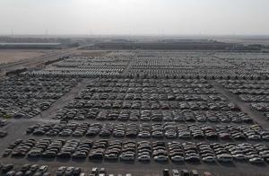 """迪拜""""豪车坟场""""实拍 奔驰G63/法拉利/宾利/劳斯莱斯遍地都是"""