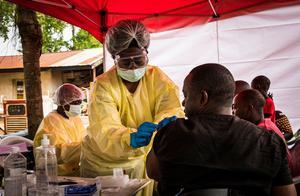 美欧疯狂囤积疫苗,非洲小国仅获25剂!关键时刻中国送去定心丸