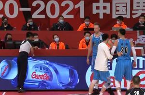 蹚浑水?争议判罚后北京首钢官方黑图表态,赵继伟上线评论被劝退
