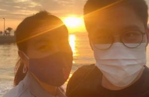 霍启刚与郭晶晶庆结婚八周年,海边烛光晚餐好浪漫,自曝追妻细节