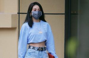《青你2》选手乃万反转!性感短裙、热辣身材,节目反差巨大