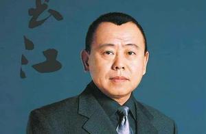潘长江人气太火 观众爬树就为看他