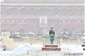北京下雪啦!武警官兵冒雪执勤成为最美风景!