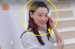 张柏芝背王鸥上楼的时候,不忘动手卸妆,40岁皮肤状态让人看酸