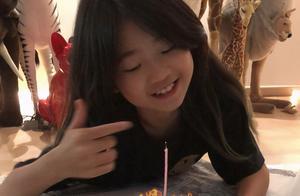 曹格女儿已经满十岁了,从肉嘟嘟变成小女神,被妈妈形容为小土匪