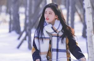 鞠婧祎下雪天拍MV,以为全程光着腿,仔细看才发现问题