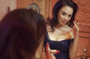 蔡明55岁高龄拍摄性感大片!撞脸刘嘉玲,身材比柳岩还有料?