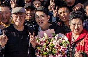 郑爽林更新客串《刘老根4》和赵本山同框合照,期待播出