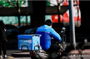 """李蓬国:外卖员送餐时猝死,""""无劳动关系""""岂成平台免责金牌"""