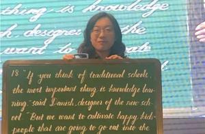 """太惊艳!女教师粉笔字如同""""印刷体""""!练字用掉1600多根粉笔"""