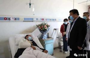 突发!陕西5名扶贫干部遇严重车祸,书记省长批示【新闻早七点】
