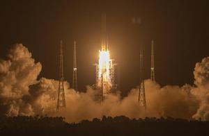 嫦娥五号发射成功,海滩上一片欢呼,美航天局:希望中国分享数据