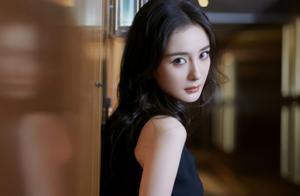 杨幂新代言现场生图,面对摄影师怼脸拍,皮肤细节引网友争议