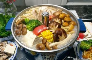 天冷了,教你在家做菌菇鸡火锅,食材丰富,鲜香又味美