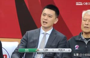 辽篮半场赢青岛22分,杨鸣不能站着指挥成奇葩,郭艾伦再吃T