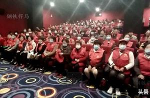 「观影八佰」南阳市社区志愿者协会组织爱国主义教育观影