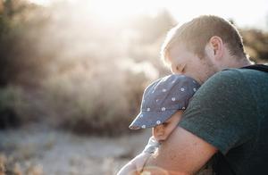 鲍某案透露出,原生家庭教育对孩子的影响有多大