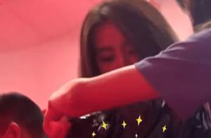 金子涵拍披萨广告生图流出,当导演一喊咔,她立马转身吐出来