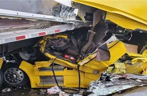 暴风雪突袭,美国高速上30辆车连环相撞,已致46人伤亡