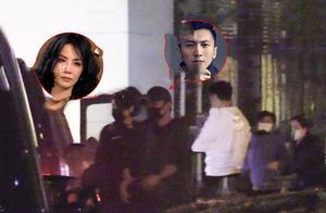 甜到齁!王菲携男友赴饭局,二人牵手似初恋,谢霆锋小细节好暖心