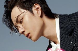 王一博戴眼镜,郑云龙戴眼镜,鹿晗戴眼镜,看到最后:我酥了