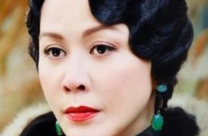 55岁刘嘉玲扮20来岁顾曼璐,扎双马尾唱茉莉花,网友:大姐大