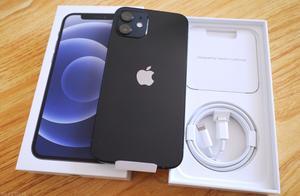 iPhone12因不附赠充电器被罚款200万,苹果这次真不冤
