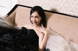 """黑白渐变的""""水墨天鹅"""",是高贵优雅的公主唐嫣了"""